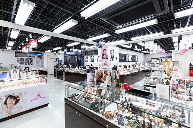LAOX Kyoto Marui Store